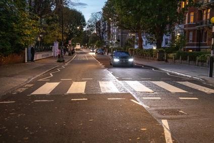 Der Beatles Zebrastreifen bei Dunkelheit